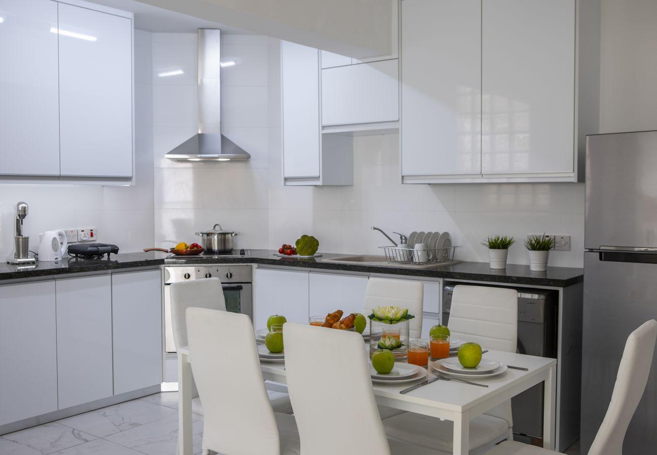 Apartment in Larnaca - Larnaca Finikoudes Suite 405