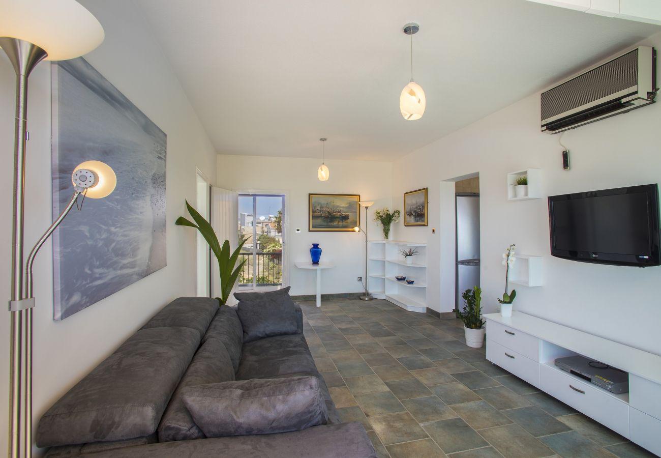 Apartment in Larnaca - Lordos Sunshore Beachfront Suite