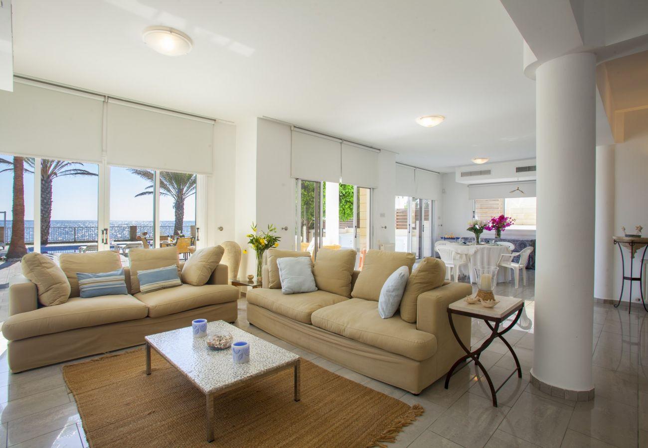 Villa in Larnaca - Sunset Beachfront Villa Meneou