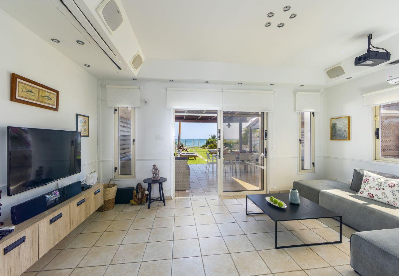 Villa in Larnaca - Beachfront Villa Meneou 3