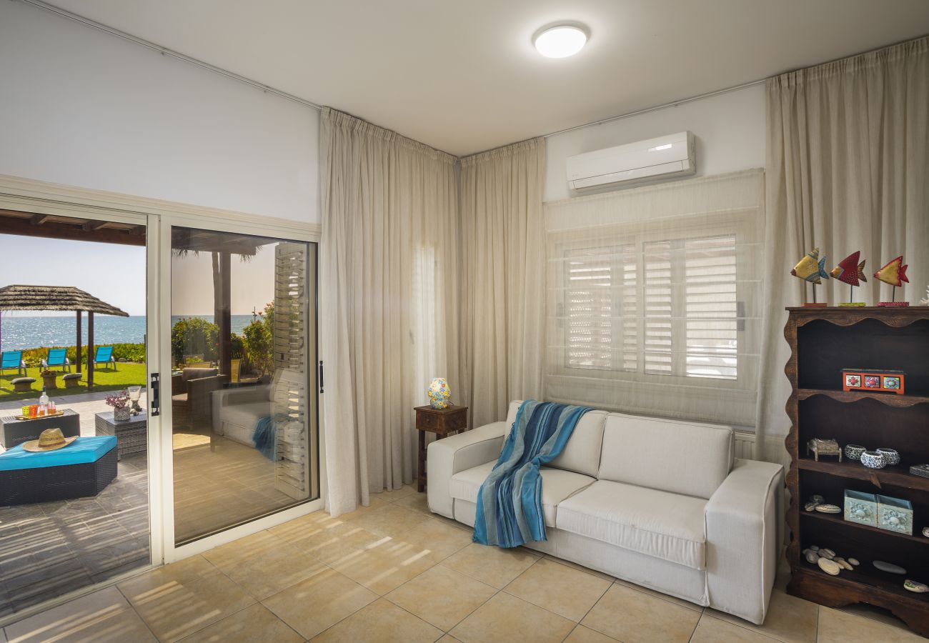 Villa in Larnaca - Beachfront Villa Meneou 5