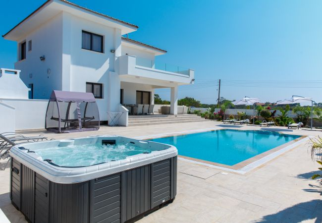 Villa/Dettached house in Ayia Napa - Villa Andreana With Hot Tub and Sauna