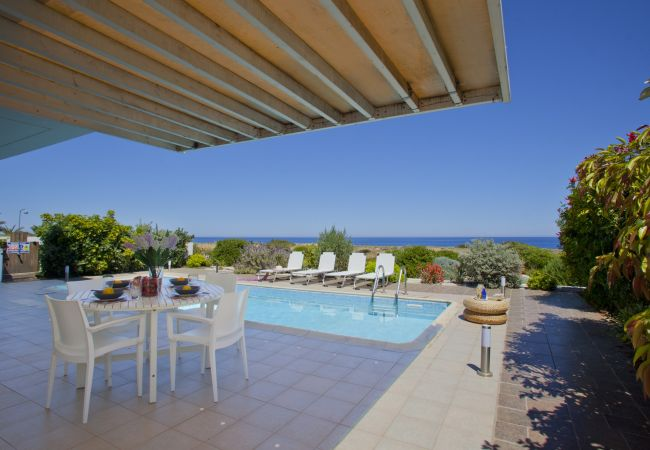 Villa/Dettached house in Protaras - Villa Melissa Selana Front Line Sea View