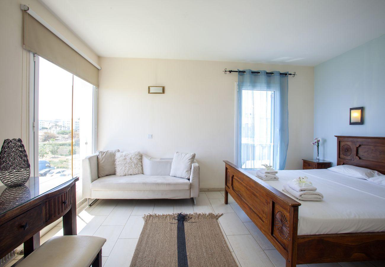 Villa in Protaras - Protaras Fig Tree Bay Seafront Villa Infinite Aretousa