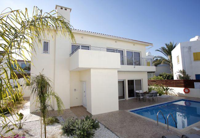 Villa/Dettached house in Protaras - Protaras Villa Elise Near Fig Tree Bay Beach