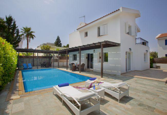 Villa/Dettached house in Protaras - Protaras Villa Skyros 2 Min Walk To The Beach
