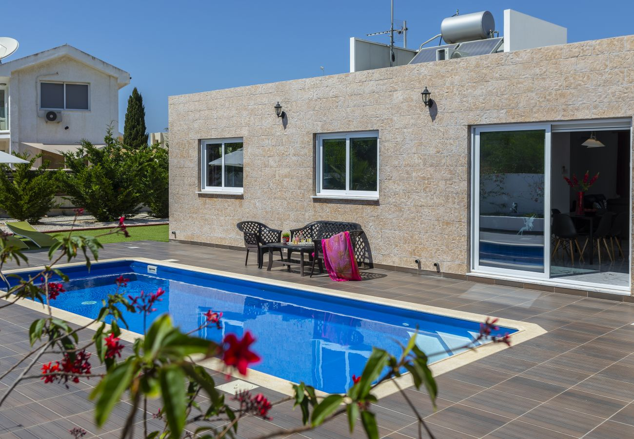 Villa in Protaras - Protaras Villa Golden Dream Near To The Centre