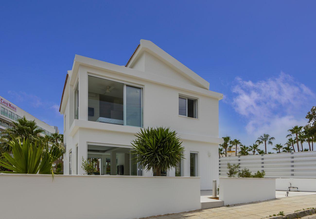 Villa in Protaras - Protaras Villa Piera By The Sea