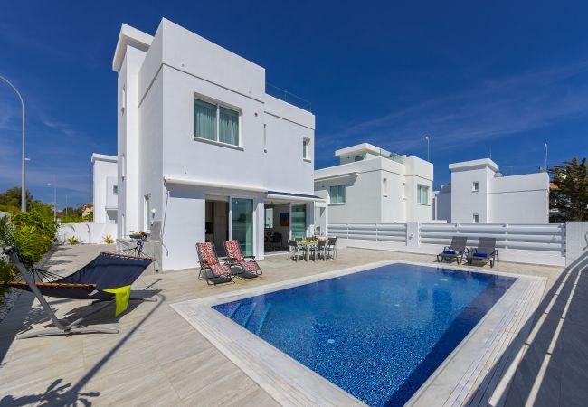 Villa/Dettached house in Protaras - Protaras Villa Araella Near The Centre