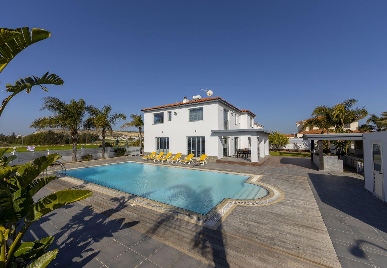 Villa in Larnaca - Larnaca Villa Zoe With Large Plot