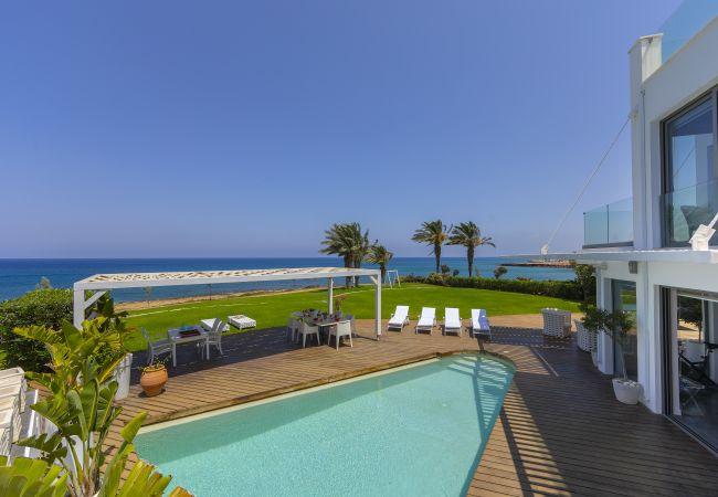 Villa/Dettached house in Protaras - Protaras Beachfront Dream Villa