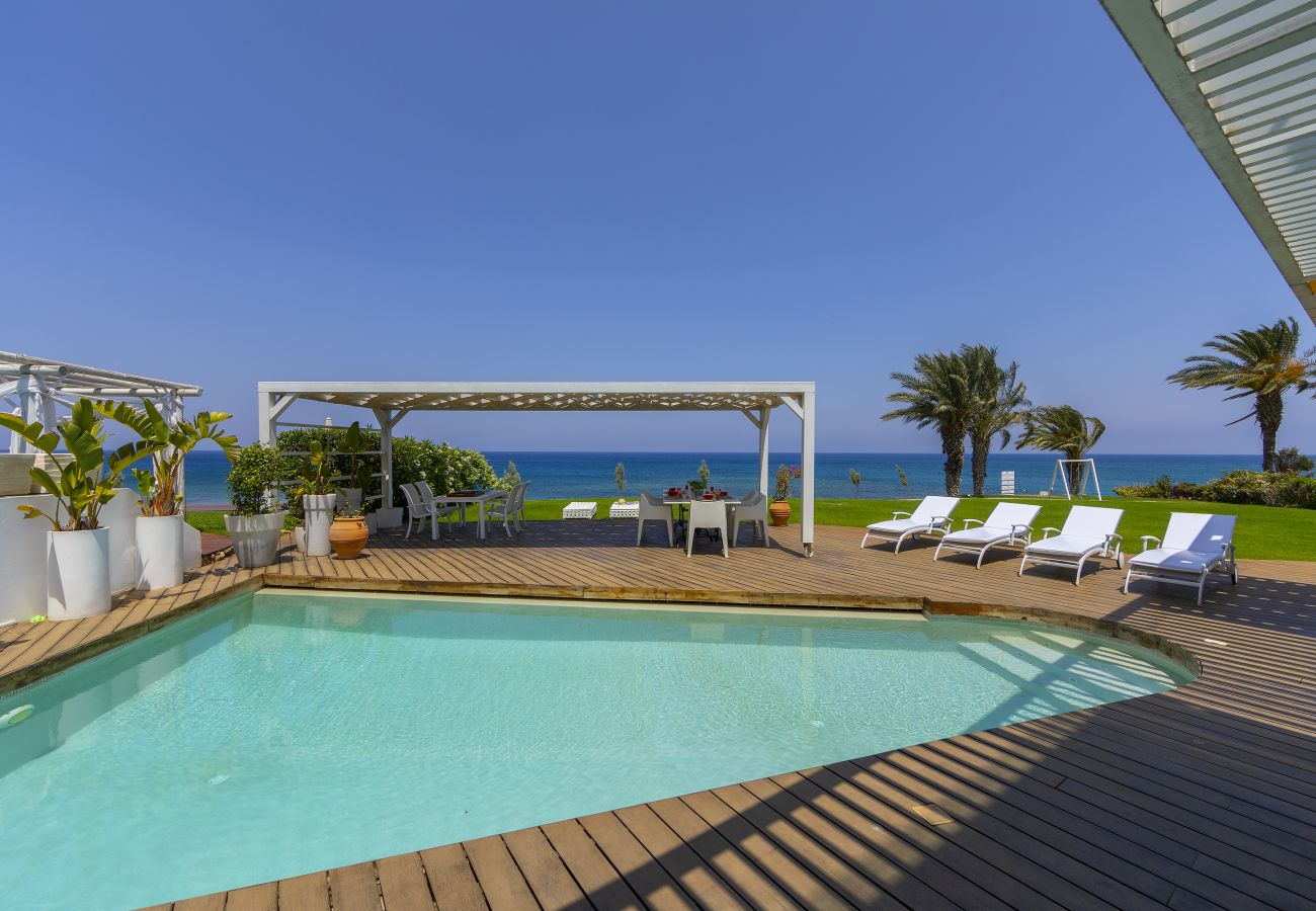 Villa in Protaras - Protaras Beachfront Dream Villa