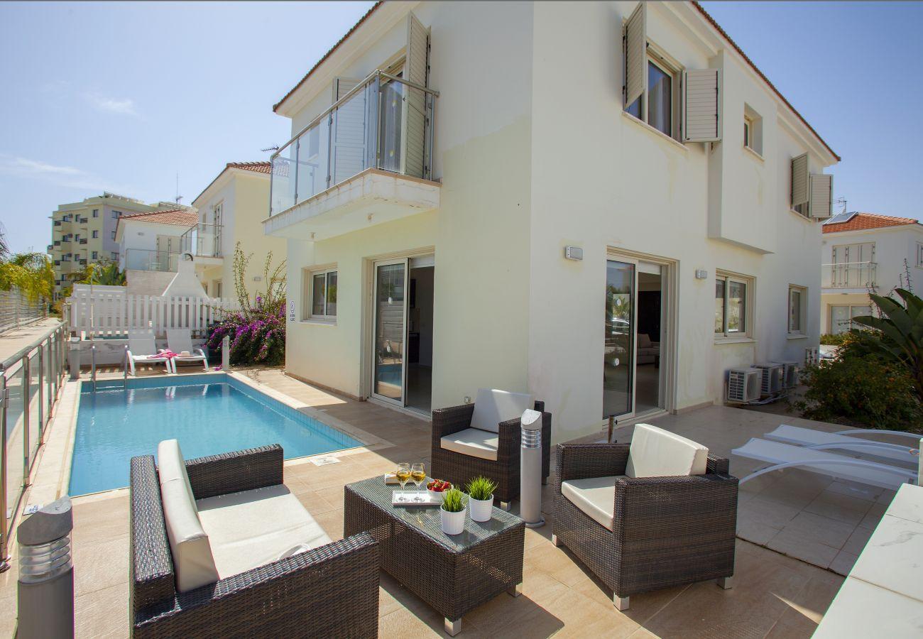 Villa in Protaras - Protaras Athina Villa 8 Next To The Beach