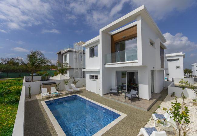 Villa/Dettached house in Protaras - Protaras Seaview Villa Alasia