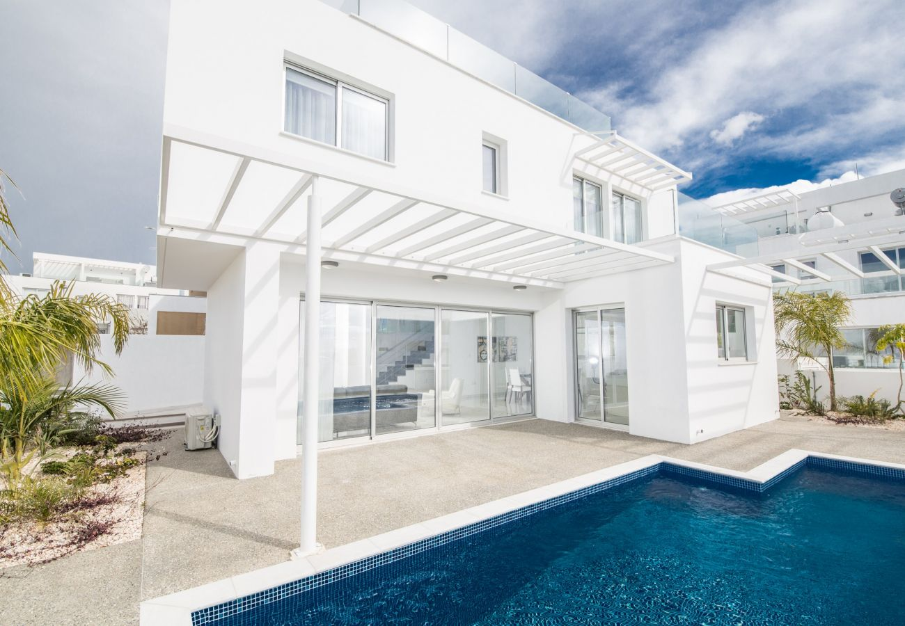 Villa/Dettached house in Ayia Napa - Elite Blue