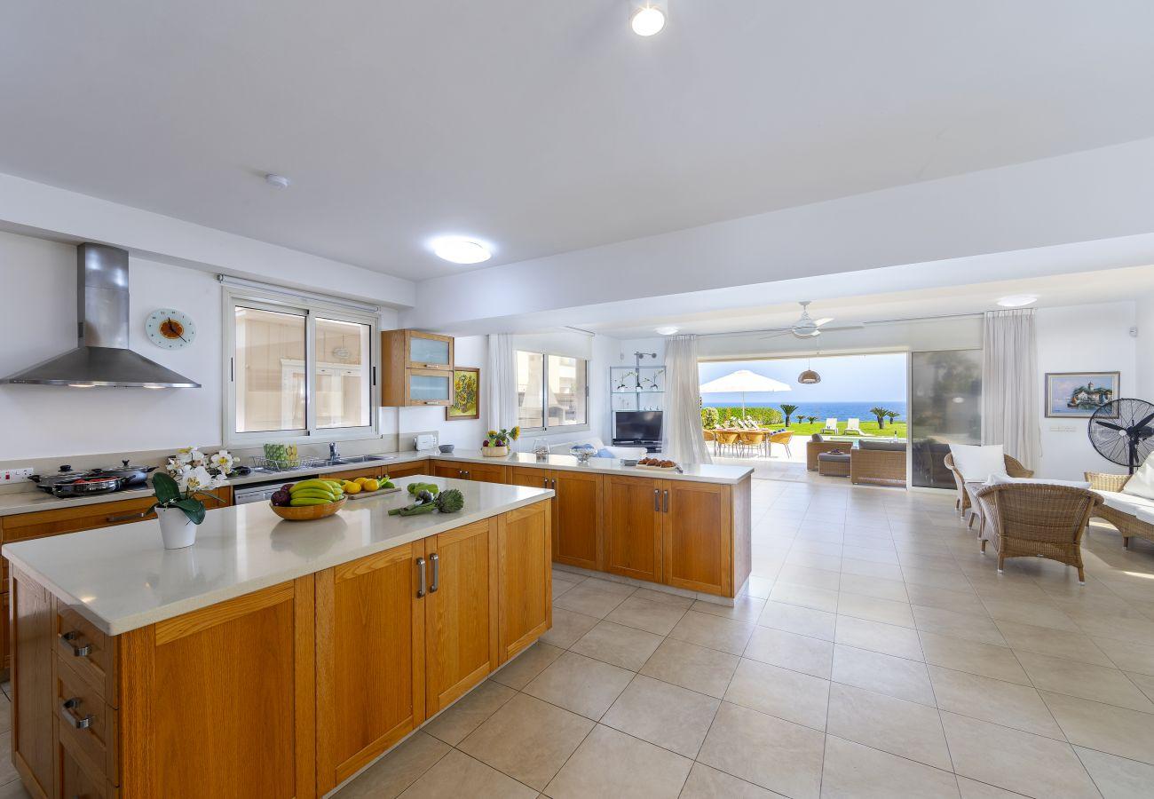 Villa/Dettached house in Protaras - Beachfront Villa Pietra