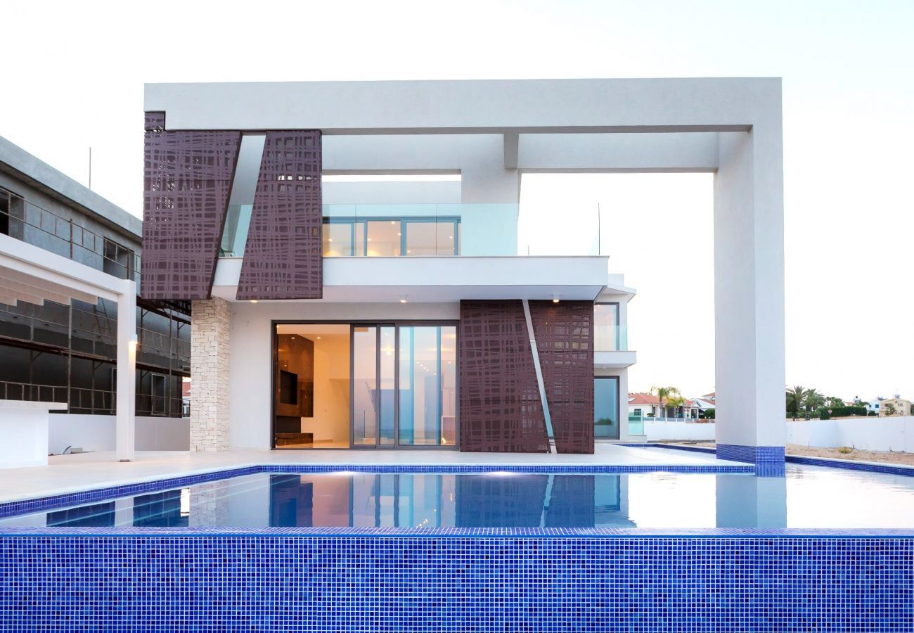 Villa/Dettached house in Ayia Napa - Icon Seafront