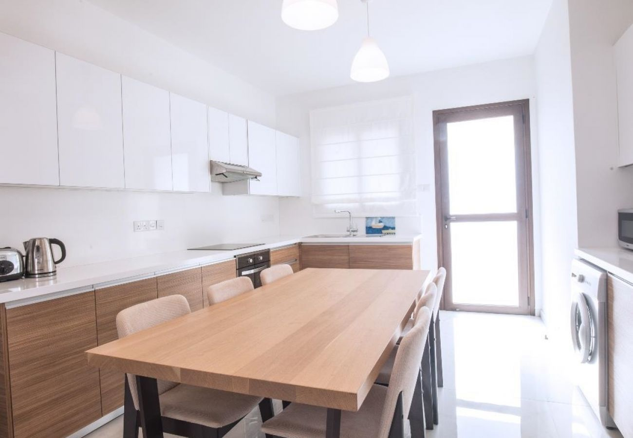 Villa/Dettached house in Ayia Napa - Ionion Seafront H7