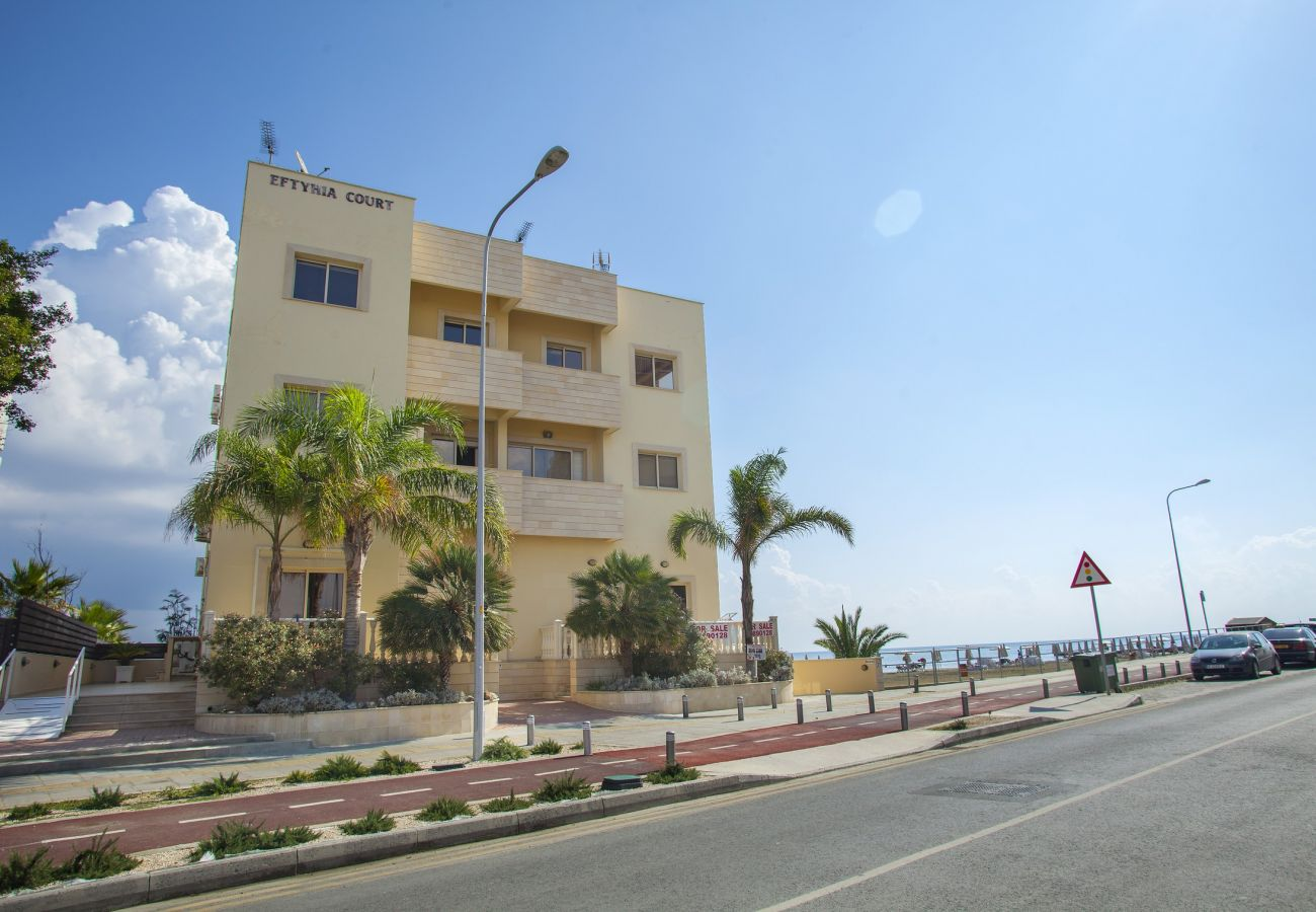 Apartment in Larnaca - Mackenzie Eftyhia Beachfront Apartment