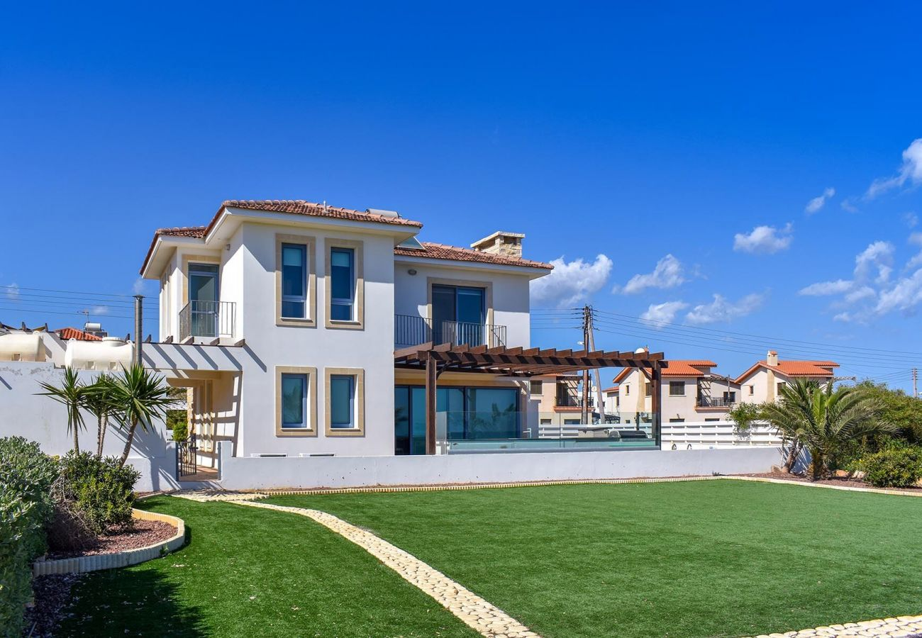 Villa/Dettached house in Ayia Napa - Ayia Thekla Seafront Villa