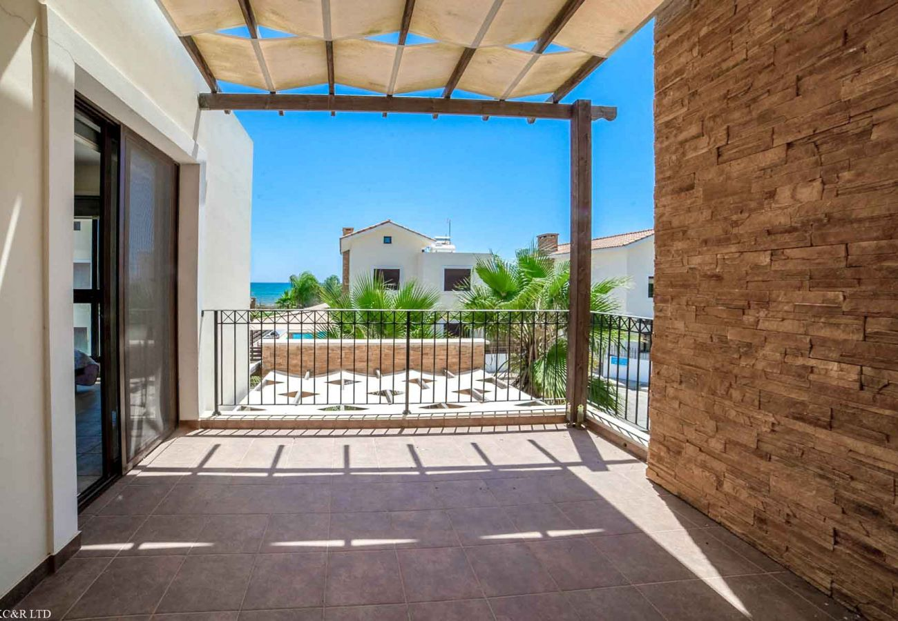 Villa/Dettached house in Ayia Napa - Second Line Seaview Villa