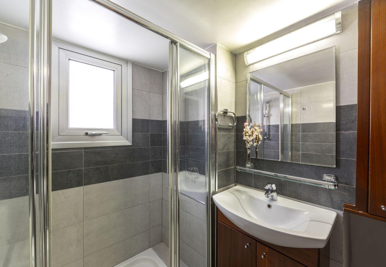 Apartment in Limassol - Limassol Olimpia Beach Suite